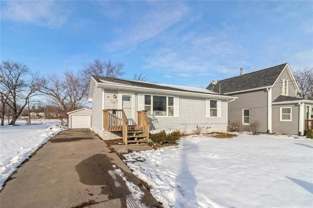 1009 Maple Street, West Des Moines, IA 50265 (MLS #620595) :: Better Homes and Gardens Real Estate Innovations