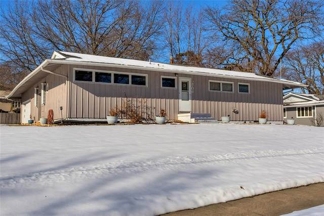 2706 Lakeland Drive, Urbandale, IA 50322 (MLS #621000) :: Pennie Carroll & Associates