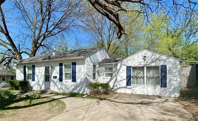4015 52nd Street, Des Moines, IA 50310 (MLS #628172) :: Pennie Carroll & Associates