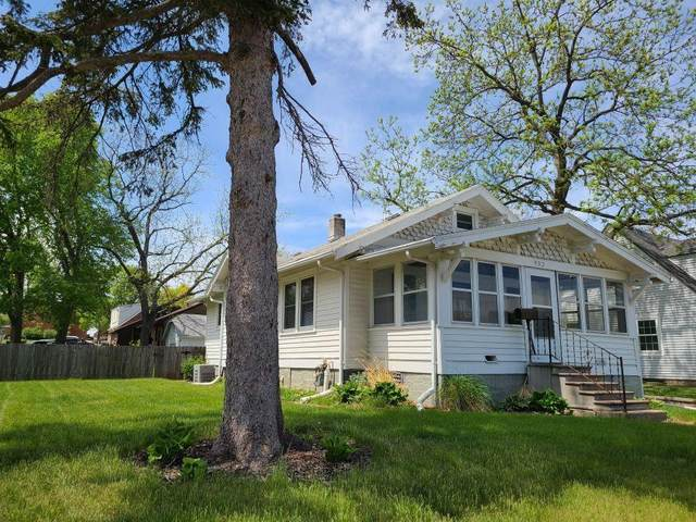 932 8th Street, West Des Moines, IA 50265 (MLS #628535) :: Pennie Carroll & Associates