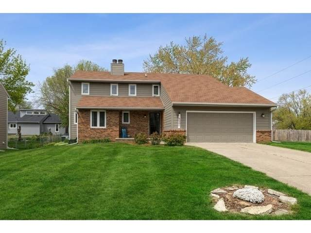 5001 Brookview Drive, West Des Moines, IA 50265 (MLS #628543) :: Better Homes and Gardens Real Estate Innovations