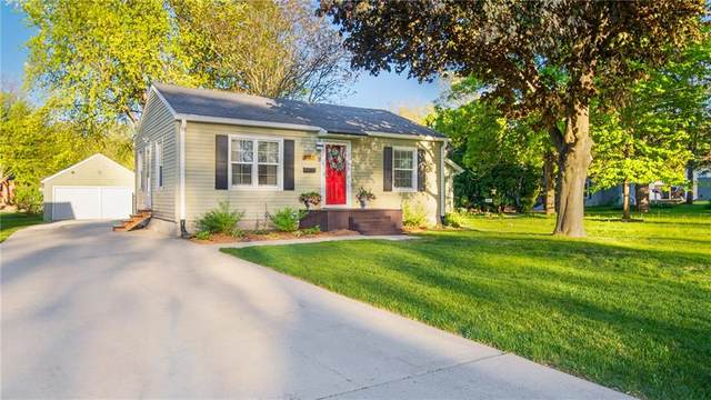 3527 54th Street, Des Moines, IA 50310 (MLS #628684) :: Better Homes and Gardens Real Estate Innovations
