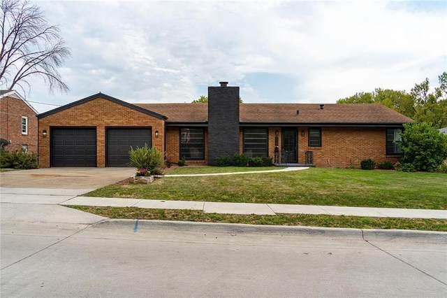 7404 College Drive, Windsor Heights, IA 50324 (MLS #637672) :: Pennie Carroll & Associates