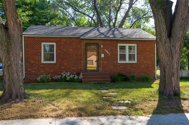 1047 69th Street, Windsor Heights, IA 50324 (MLS #637695) :: Pennie Carroll & Associates