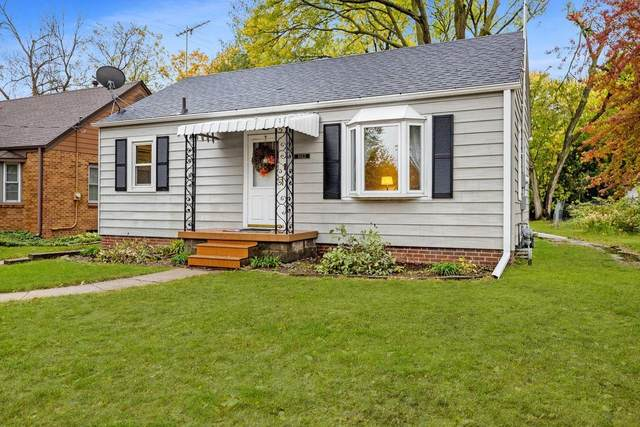 1612 37th Street, Des Moines, IA 50310 (MLS #640590) :: The dsmSOLD Team