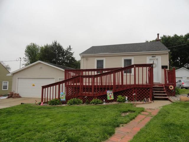 3227 SW 8th Street, Des Moines, IA 50315 (MLS #561554) :: Moulton & Associates Realtors