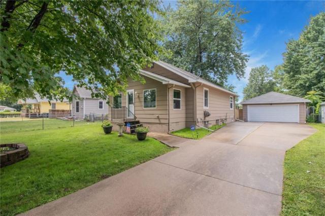 6104 SW 13th Place, Des Moines, IA 50315 (MLS #567476) :: Moulton & Associates Realtors