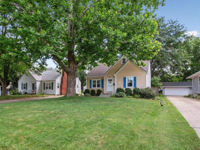2917 38th Street, Des Moines, IA 50310 (MLS #587461) :: Colin Panzi Real Estate Team