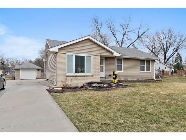 305 4th Street NW, Mitchellville, IA 50169 (MLS #600441) :: Moulton Real Estate Group