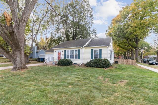 2716 30th Street, Des Moines, IA 50310 (MLS #616922) :: Moulton Real Estate Group