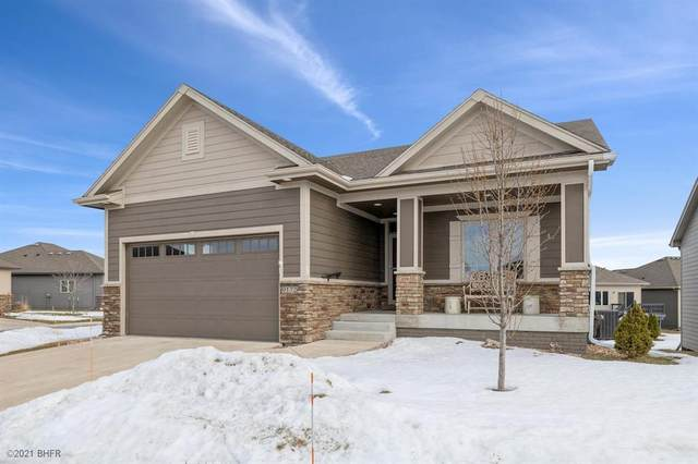 9175 Canyon Street, West Des Moines, IA 50266 (MLS #623021) :: Moulton Real Estate Group