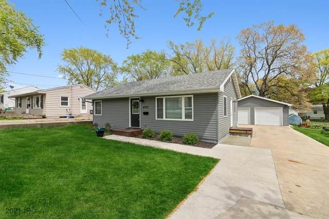 6707 SW 15th Street, Des Moines, IA 50315 (MLS #628342) :: Moulton Real Estate Group