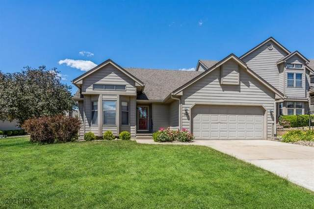 1945 Maple Circle, West Des Moines, IA 50265 (MLS #632049) :: Better Homes and Gardens Real Estate Innovations