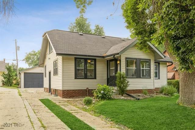 2508 38th Street, Des Moines, IA 50310 (MLS #634528) :: Better Homes and Gardens Real Estate Innovations