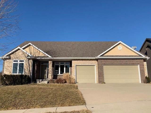 15911 Aurora Avenue, Urbandale, IA 50323 (MLS #574968) :: Colin Panzi Real Estate Team