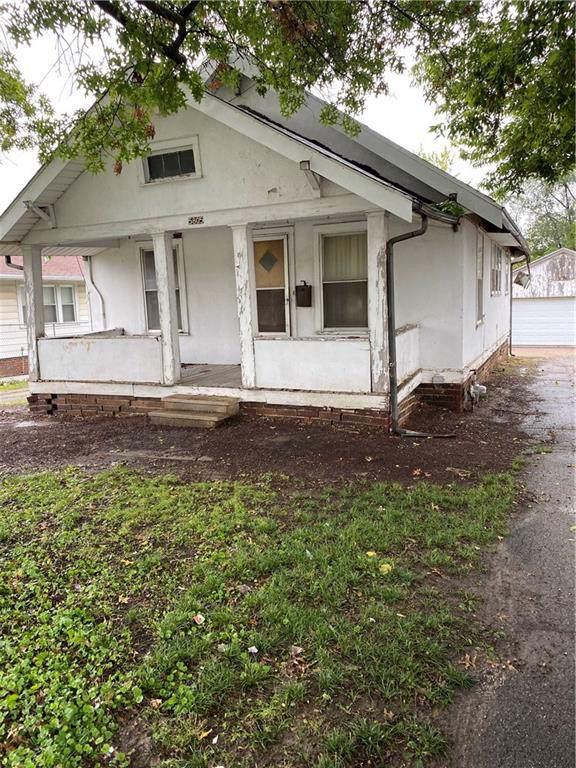 5805 SW 9th Street, Des Moines, IA 50315 (MLS #593298) :: Pennie Carroll & Associates