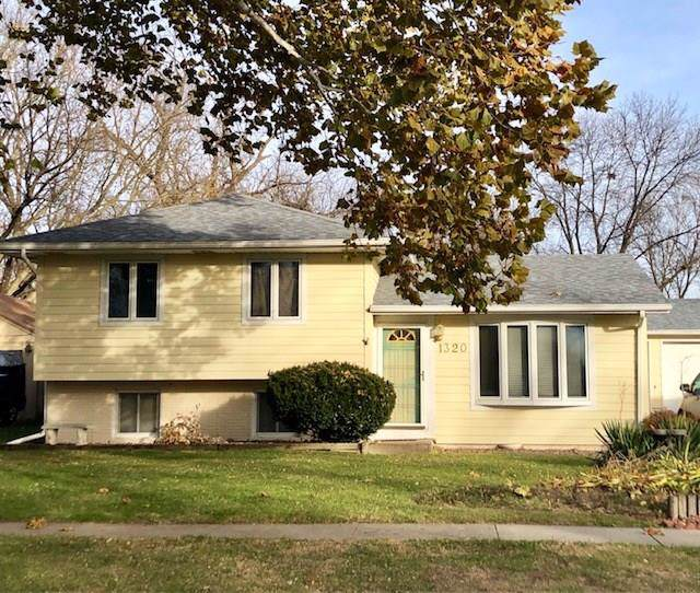 1320 Meadow Drive, Norwalk, IA 50211 (MLS #594894) :: Better Homes and Gardens Real Estate Innovations