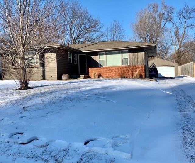 2921 Meadow Lane, West Des Moines, IA 50265 (MLS #599042) :: Pennie Carroll & Associates