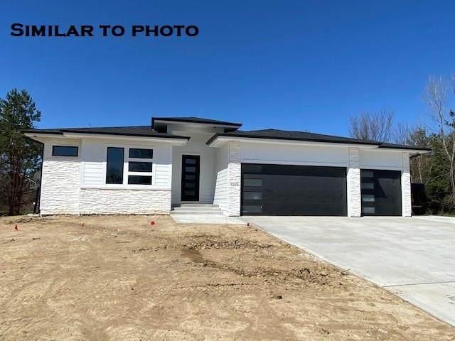 16211 Goldenrod Drive, Urbandale, IA 50263 (MLS #605763) :: Pennie Carroll & Associates