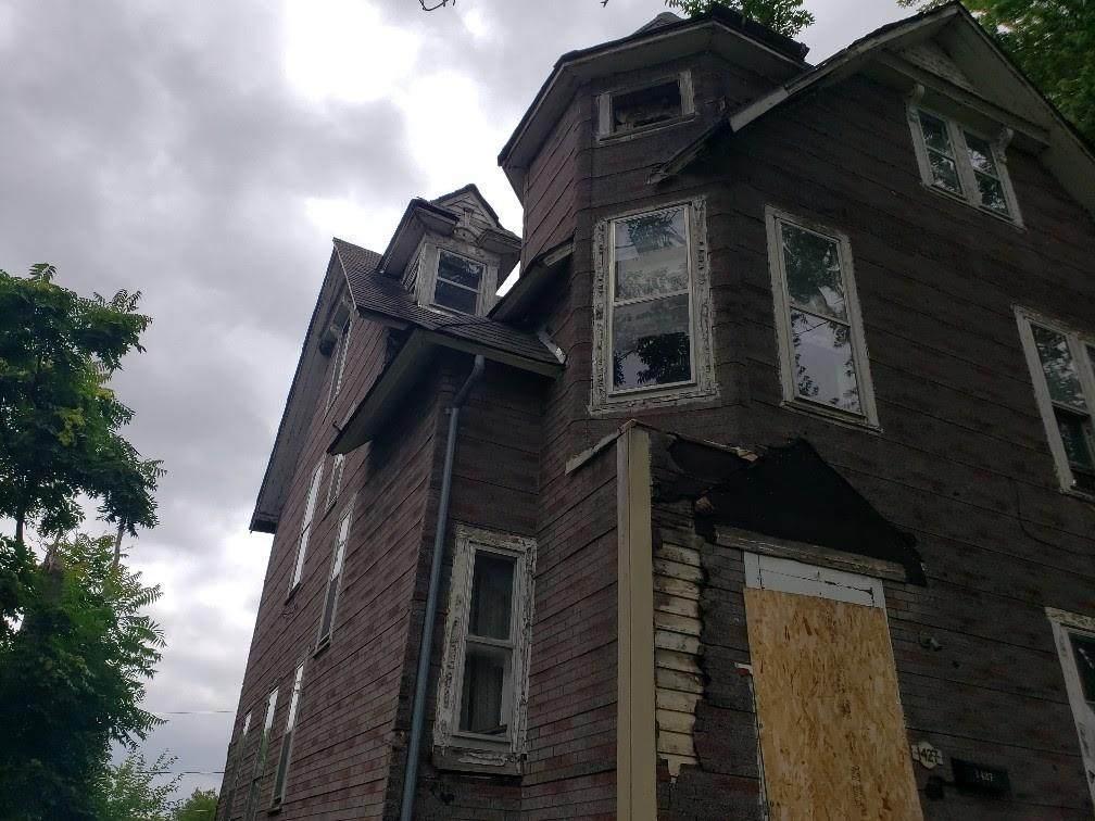 1427 10th Street - Photo 1