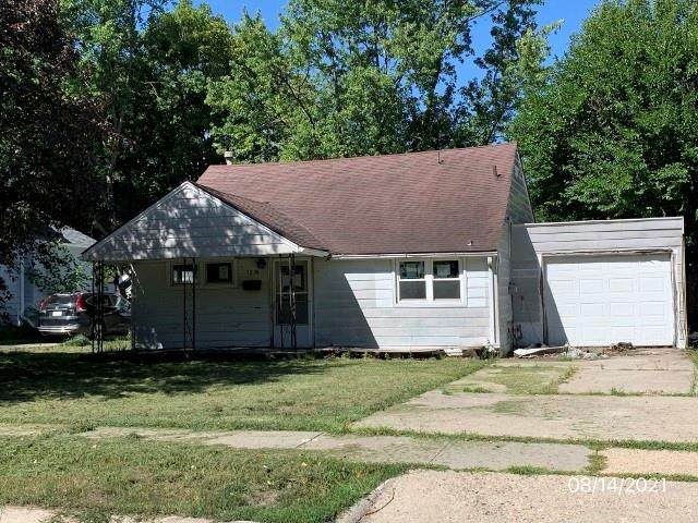 1219 Maxwell Avenue, Ames, IA 50010 (MLS #636759) :: The dsmSOLD Team