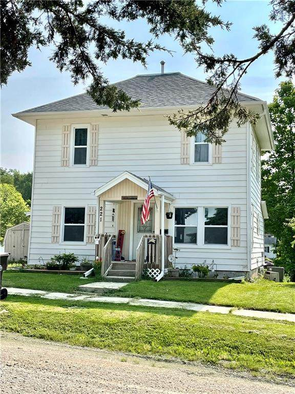 221 S 5th Street, Winterset, IA 50273 (MLS #633894) :: Moulton Real Estate Group