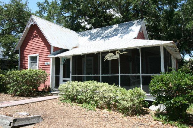 8061 E St, Cedar Key, FL 32625 (MLS #772214) :: Pristine Properties