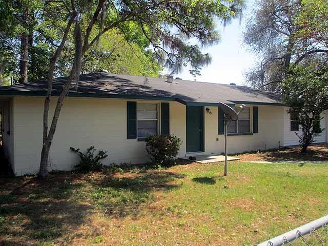 303 NW 2 Street, Chiefland, FL 32626 (MLS #775614) :: Pristine Properties
