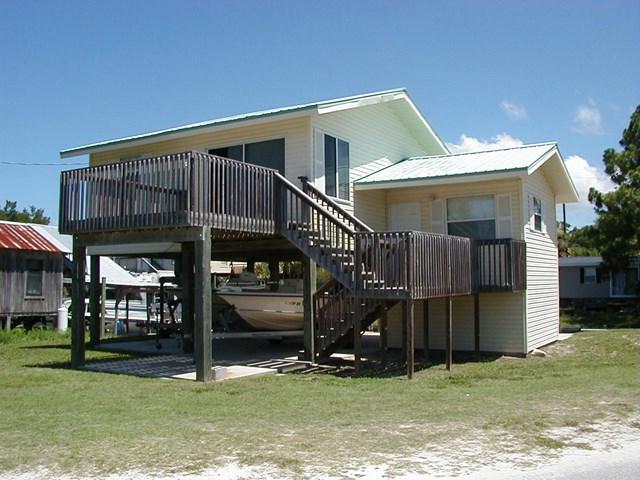 320 Main St, Horseshoe Beach, FL 32648 (MLS #776839) :: Pristine Properties