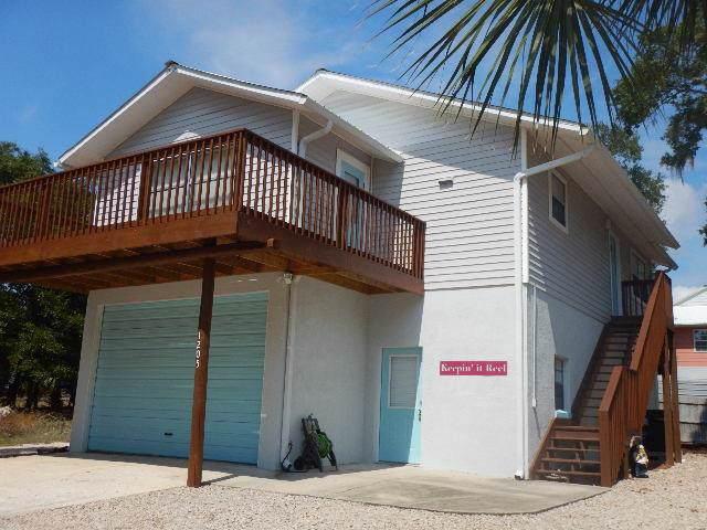 1205 Clara Lane Se, Steinhatchee, FL 32359 (MLS #778785) :: Pristine Properties