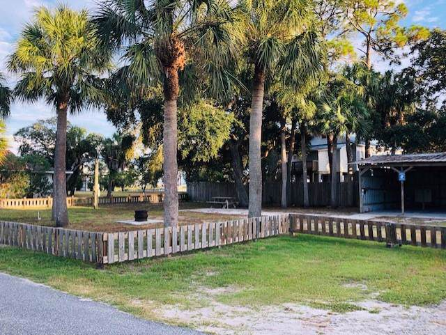 63 9th Avenue West, Horseshoe Beach, FL 32648 (MLS #778796) :: Pristine Properties