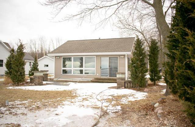 4805 Edgewater Beach Rd, Green Bay, WI 54311 (#136254) :: Town & Country Real Estate