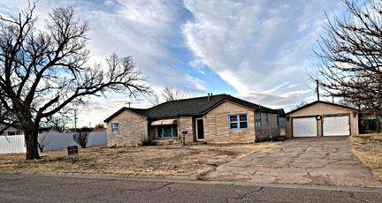 1214 S Beard Ave, Dumas, TX 79029 (#AR-2272) :: RE/MAX Town and Country