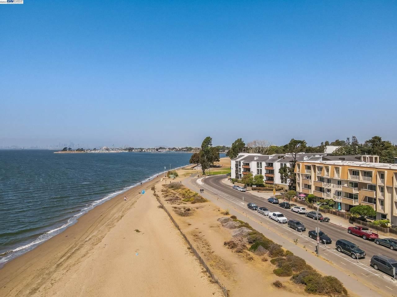 933 Shoreline Dr - Photo 1