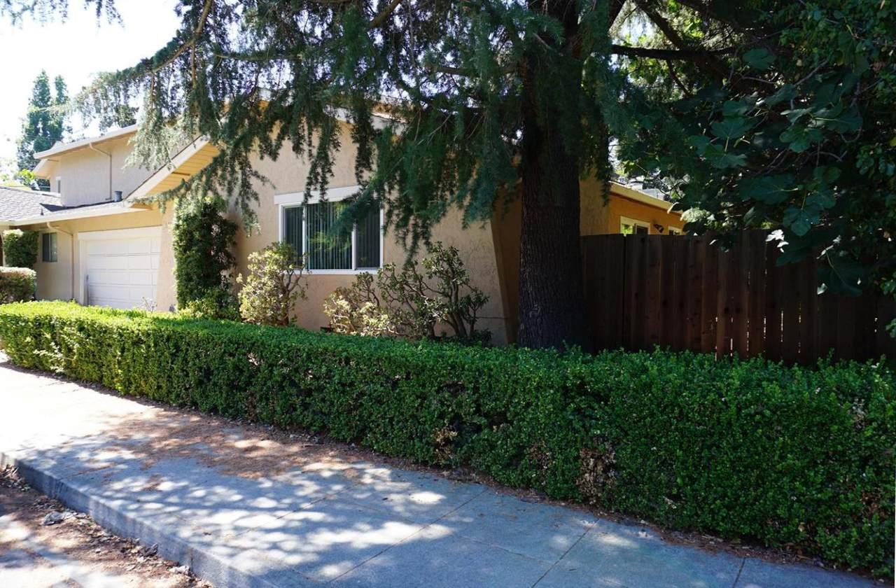 3390 Glendale Avenue - Photo 1
