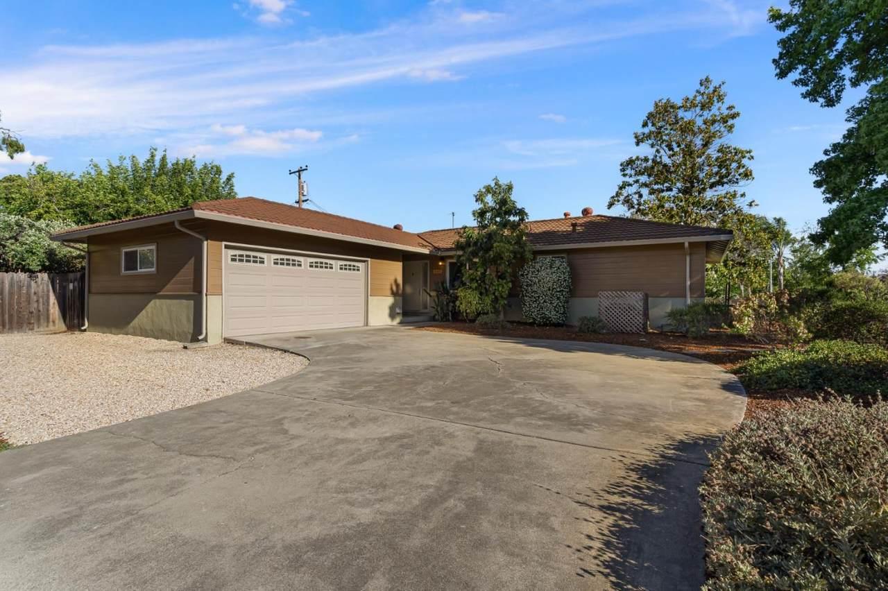 385 Crestview Drive - Photo 1