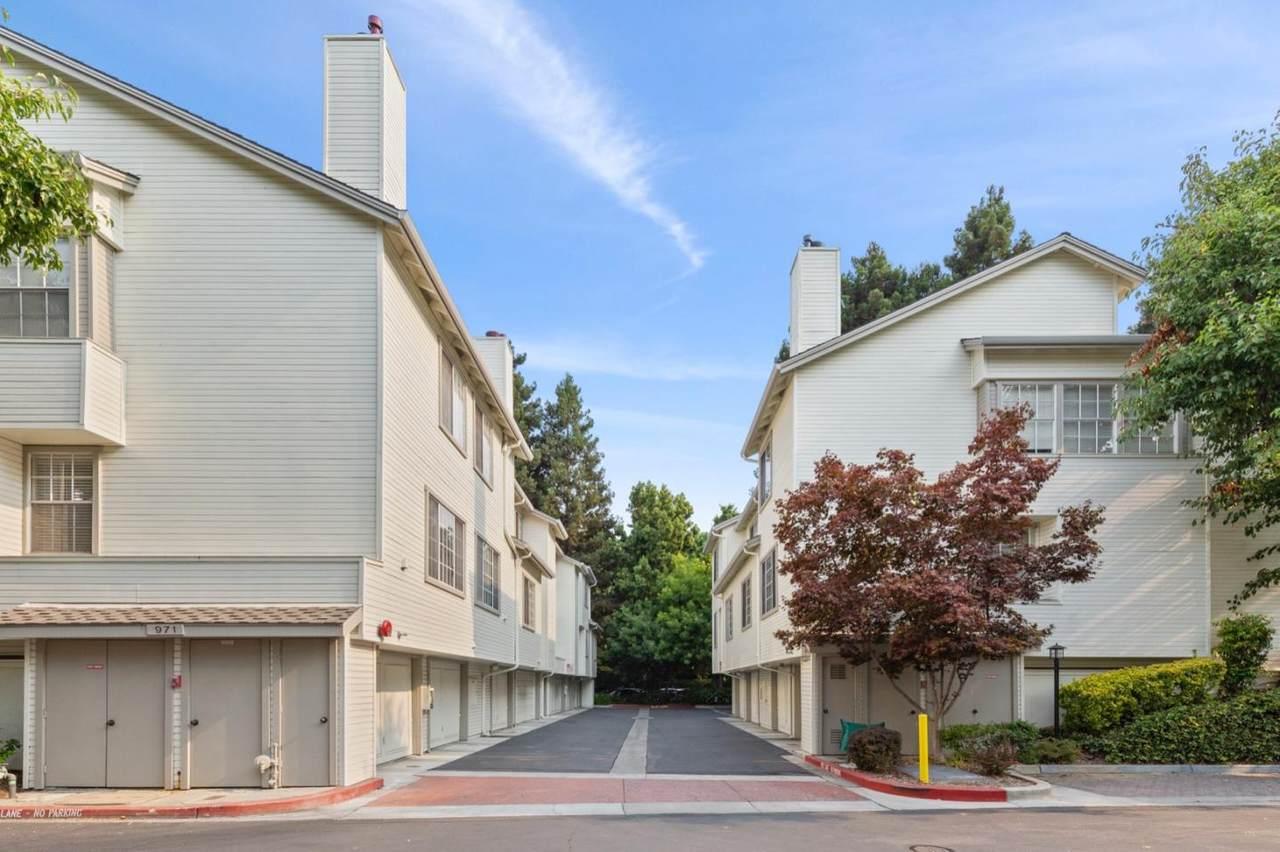 971 Belmont Terrace - Photo 1
