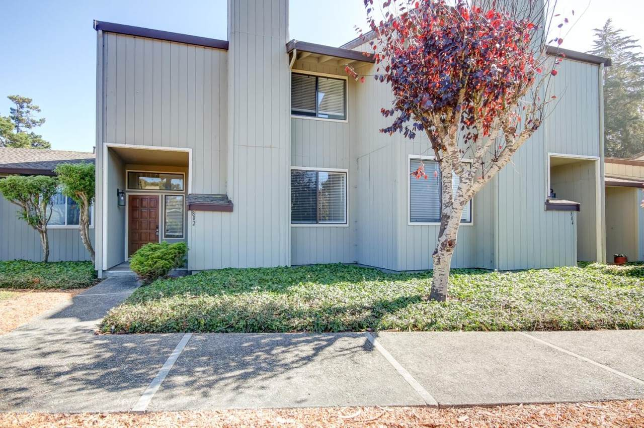 802 Brentwood Court - Photo 1