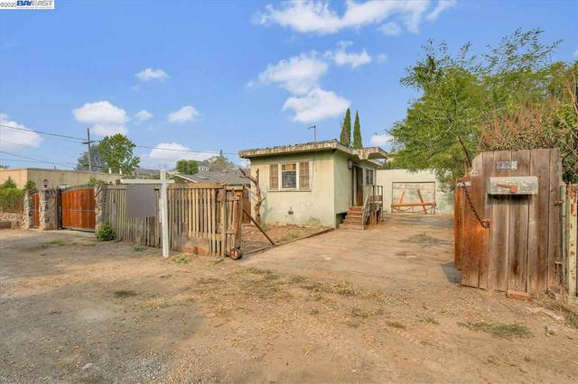 2259 Courtland Ave, Oakland, CA 94601 (#40920922) :: Realty World Property Network
