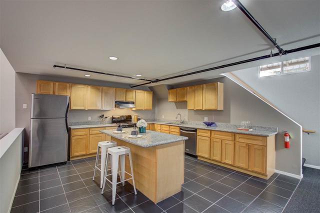 1175 59th St #2, Oakland, CA 94608 (#40850402) :: Armario Venema Homes Real Estate Team