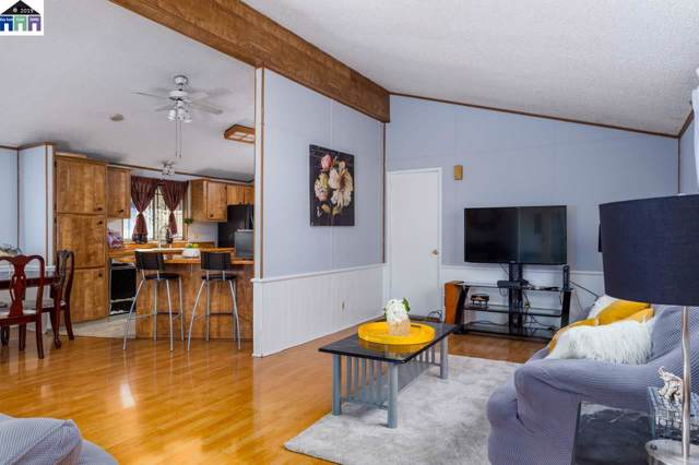 9001 D St, Oakland, CA 94603 (#40884045) :: Armario Venema Homes Real Estate Team