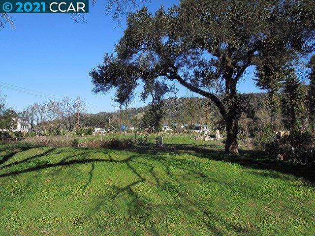 4290 Wallace Rd., Santa Rosa, CA 95404 (#40937823) :: Armario Homes Real Estate Team