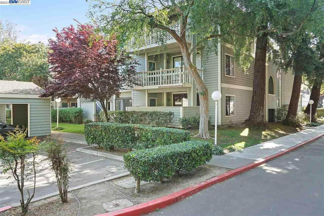 3674 Oakwood Terrace - Photo 1