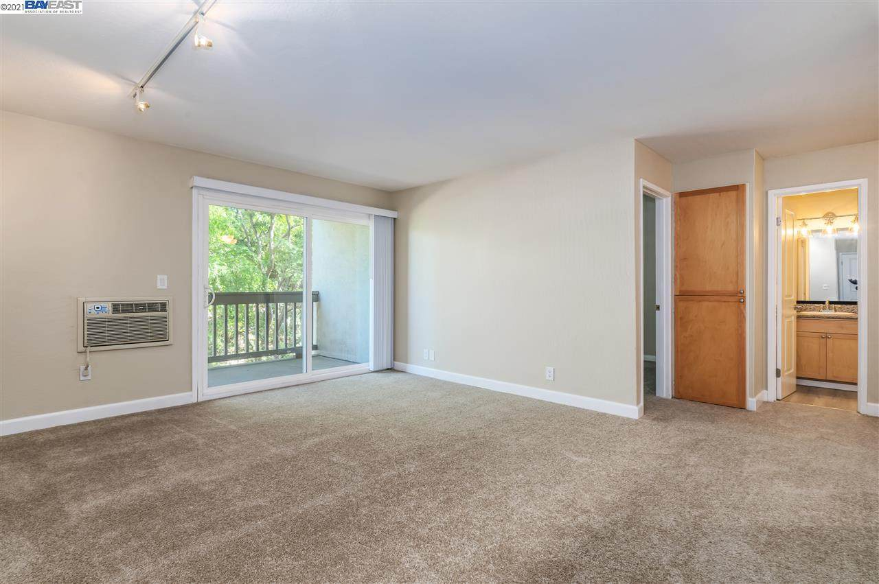 1085 Murrieta Blvd - Photo 1