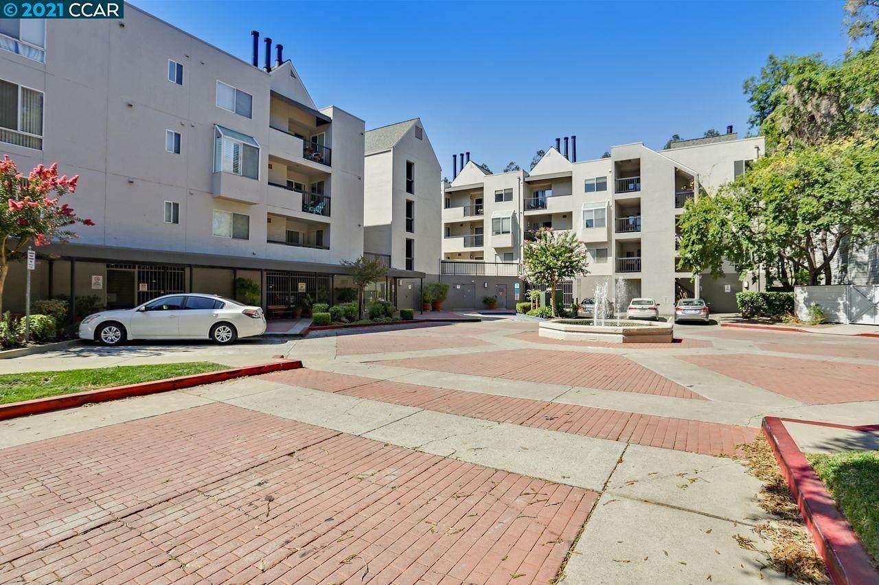 3183 Wayside Plaza - Photo 1