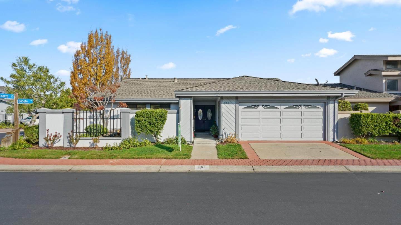 951 De Soto Lane, Foster City, CA 94404 (#ML81776002) :: The Grubb Company