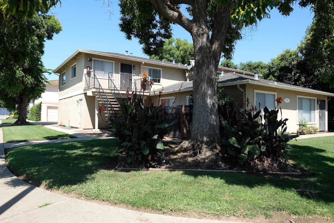 6685 Imperial Drive - Photo 1