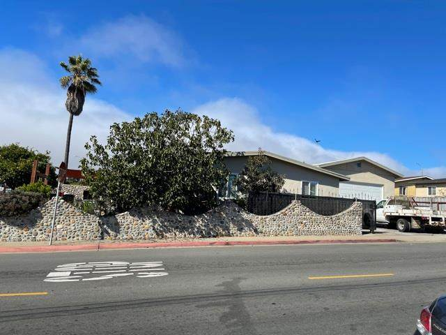 1800 Flores Street, Seaside, CA 93955 (#ML81864882) :: Realty World Property Network
