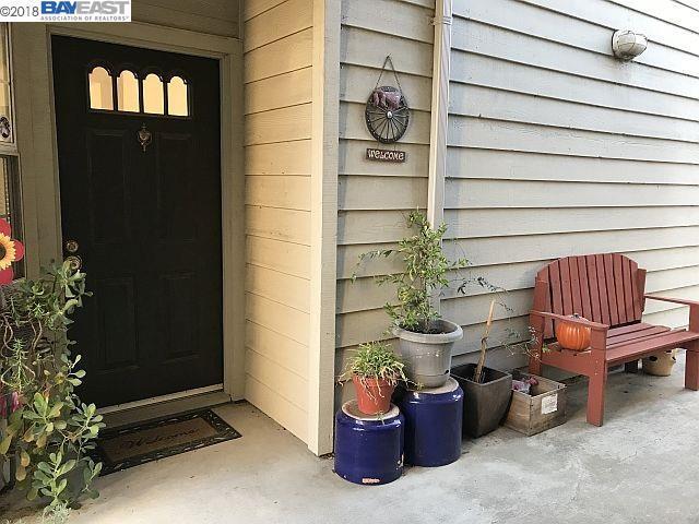 7710 Canyon Meadow Cir G, Pleasanton, CA 94588 (#40844162) :: The Grubb Company