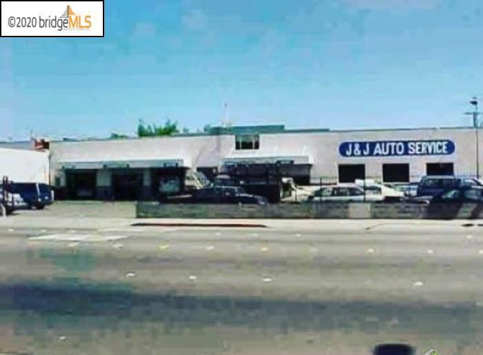 3131 Macdonald Ave - Photo 1